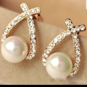Jewelry - Now $9 STORE CLOSING New Pearl Crystal Earrings